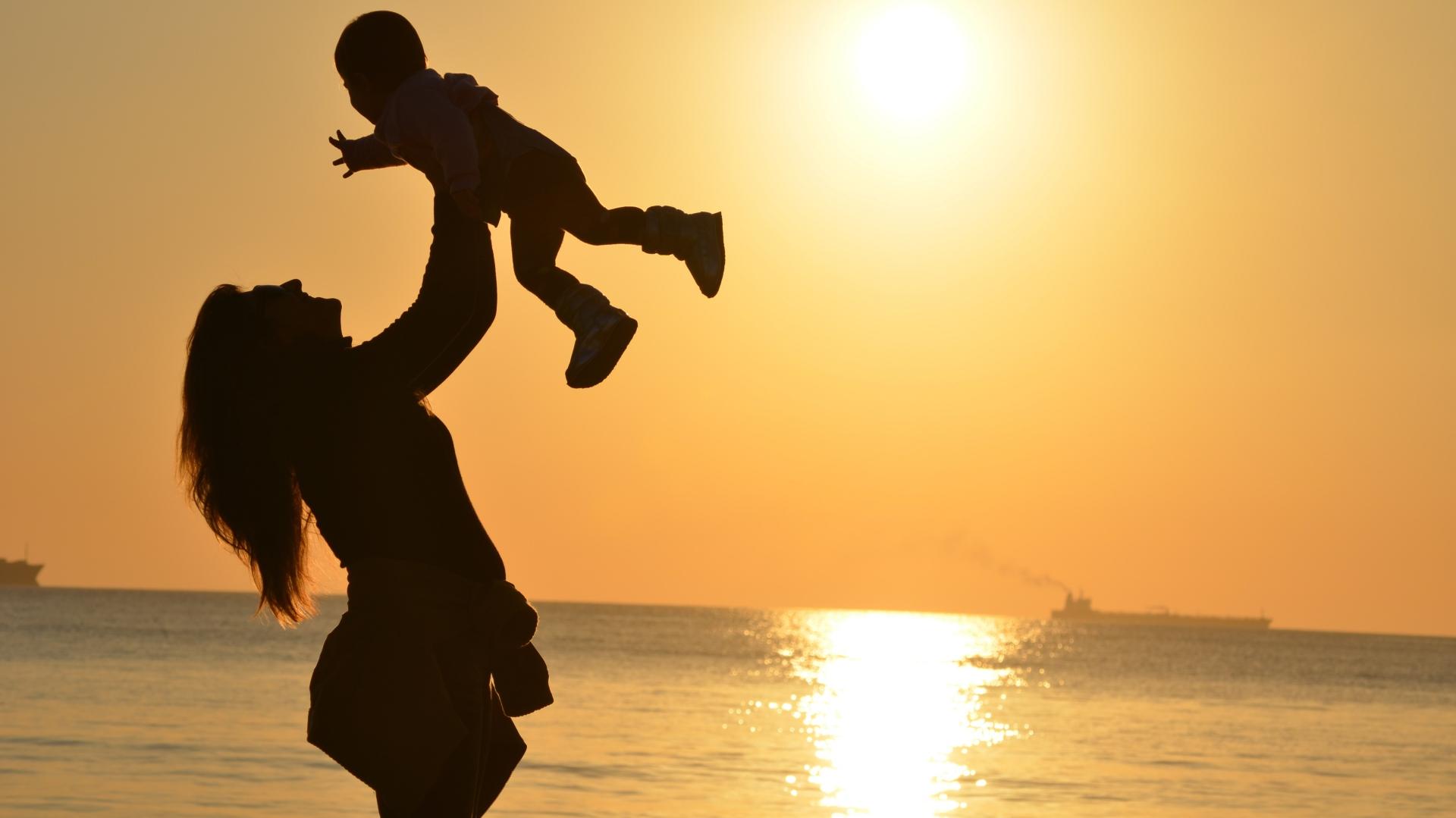 otrok na morju_Fotor
